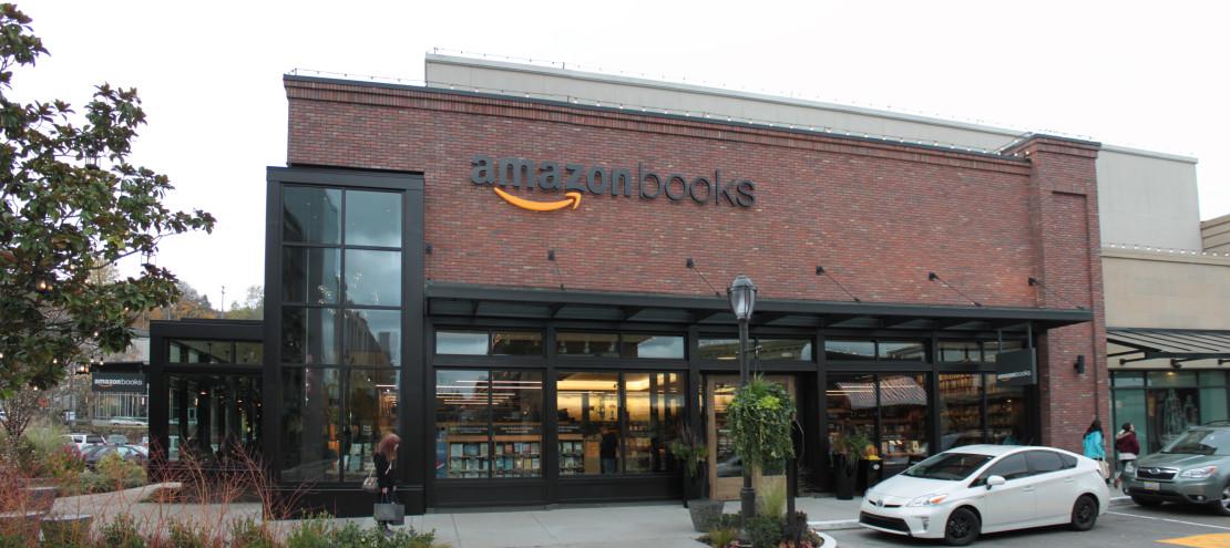 Amazon_Books_at_U_Village,_Seattle_(22955160585)